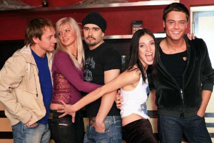 В сериале «Клуб» на MTV актер сыграл отвязного мажора, который решает остепениться только благодаря начинающей певице Василисе