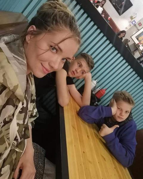 Сыновья в конфликте родителей поддерживают маму