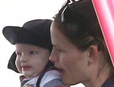 Бен Аффлек и Дженнифер Гарнер показали сына. ФОТО