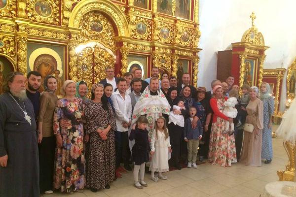 На крещение внучки Надежды Бабкиной пригласили близких друзей семьи