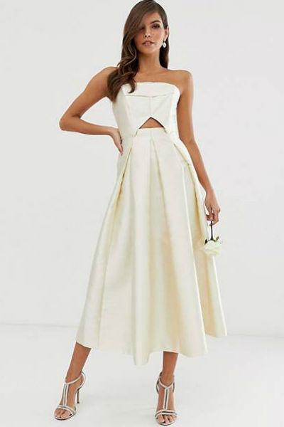 Не стоит выбирать платье чисто белого цвета
