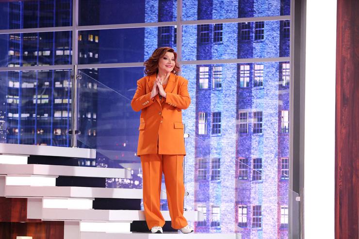 Елена Степаненко в ярком образе в новом шоу