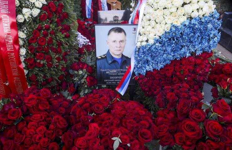Могила главы МЧС Евгения Зиничева