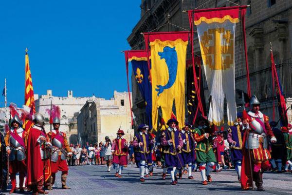 Исторические парады In Guardia в форте Сент Эльмо