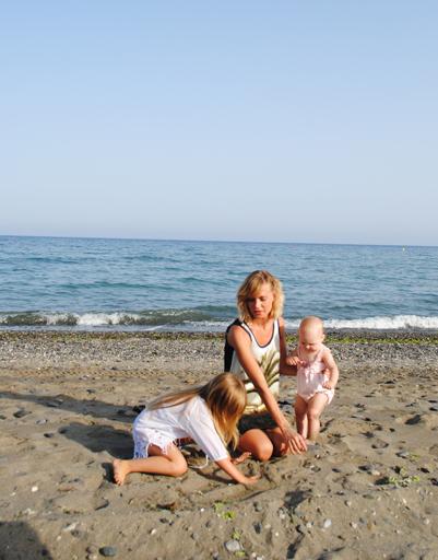 Глюк'OZA с дочками все лето проводит в ипанской Марбелье