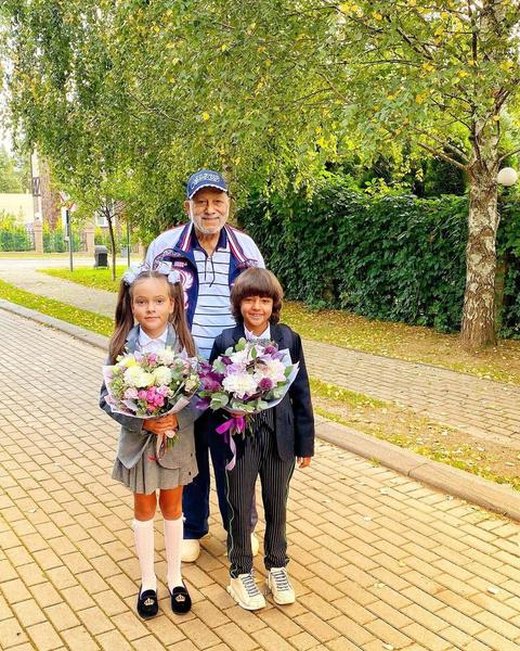 Бедрос Киркоров помогает сыну с воспитанием детей