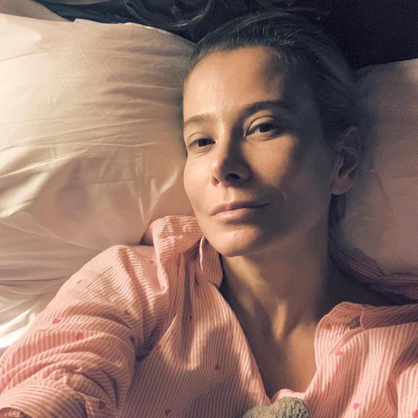 Юлия Высоцкая запечатлела себя во время болезни