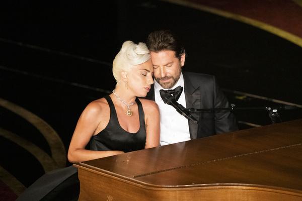 Публика верила, что роман Брэдли Купера и Леди Гаги вышел за пределы съемочной площадки