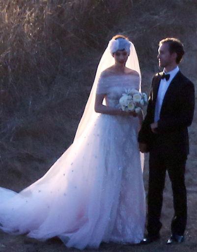 На невесте было платье от Valentino