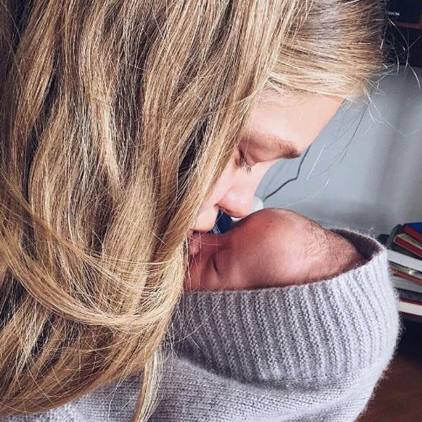 Наталья делится в соцсетях фотографиями с новорожденным Романом