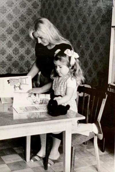 Мама певицы оставила работу инженера ради воспитания дочери