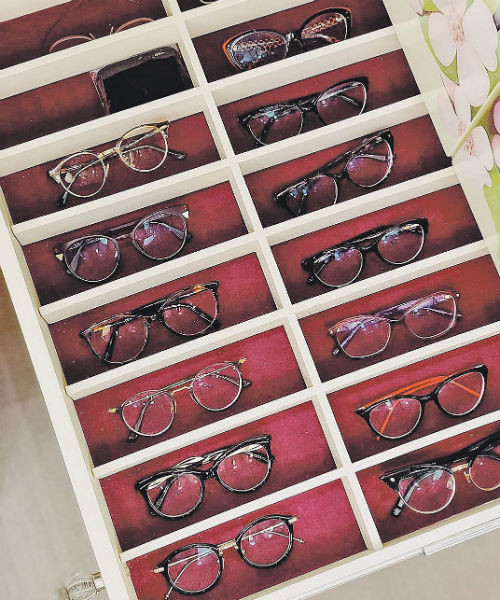 В шкафчике с инициалами Татьяна хранит очки