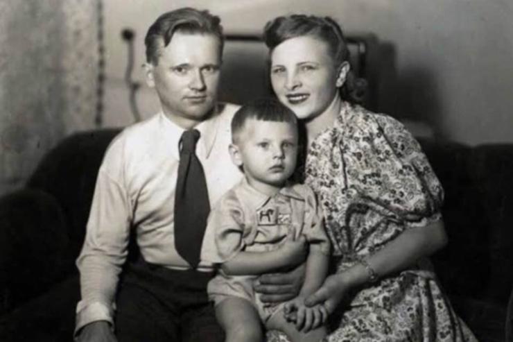 Юрий Антонов с родителями
