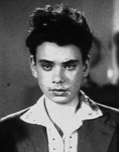 Кадр из фильма «Зоя» 1994 года. Это ервая роль Алексея Баталова