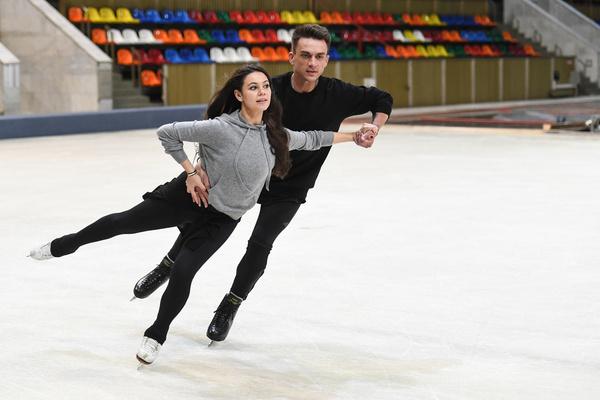 Елена Ильиных успевает тренировать не только действующих спортсменов, но и своего партнера по шоу