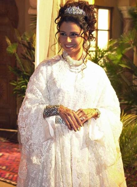 На второй свадьбе Жади выглядела гораздо счастливее, чем на первой