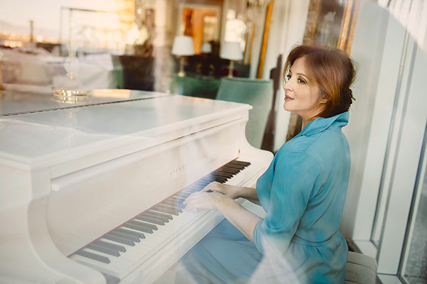 После пяти дней отдыха в отеле Kaya Palazzo Resort & Casino Girne актриса вернулась на съемочную площадку
