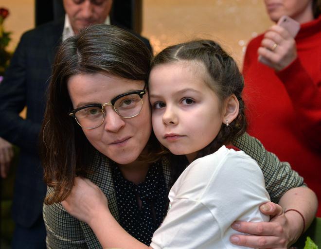 Дочь Долиной Ангелина и внучка Саша