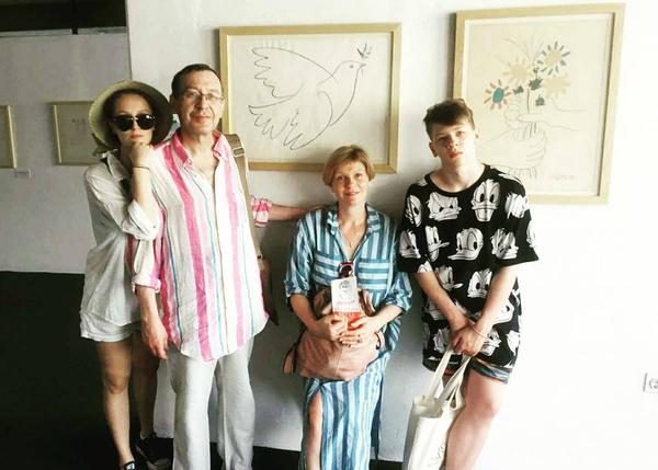 Анна Ардова и Александр Шаврин с детьми Соней и Антоном