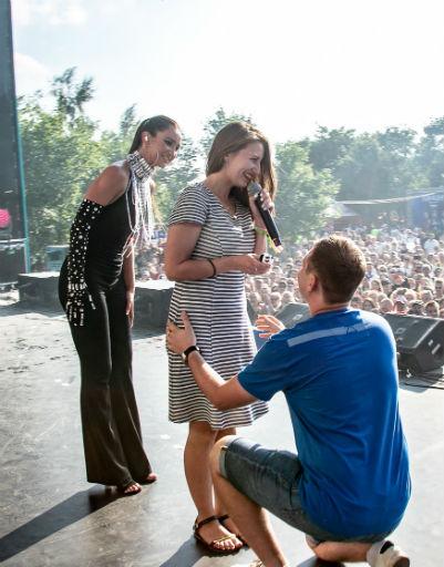 Ольга Бузова помогла гостю фестиваля сделать предложение руки и сердца
