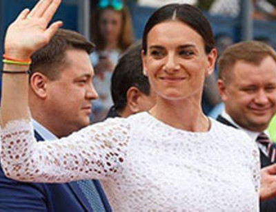 Елена Исинбаева отмечает первый день рождения дочери