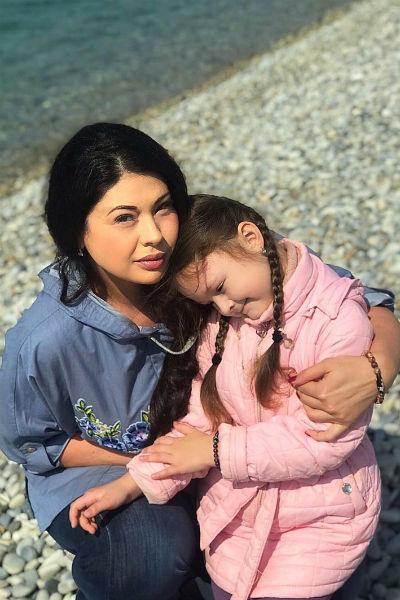 Воловичева вместе с мужем воспитывает дочь Машу