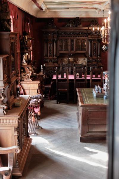 Никас Степанович гордится столом Наполеона