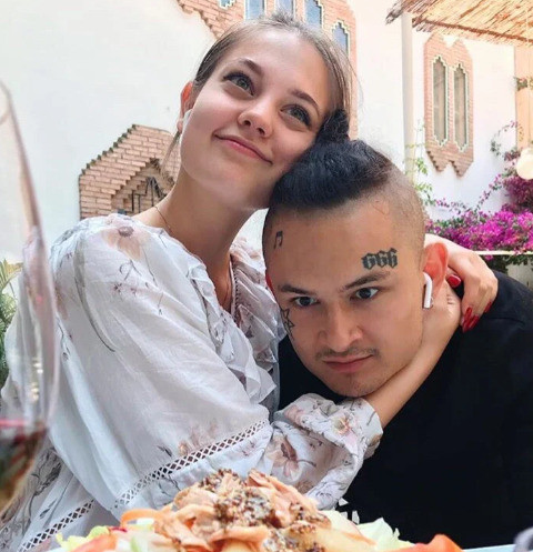 Девушка Моргенштерна — Барановской: «Уходящая звезда хайпится на трусиках моего мужика»