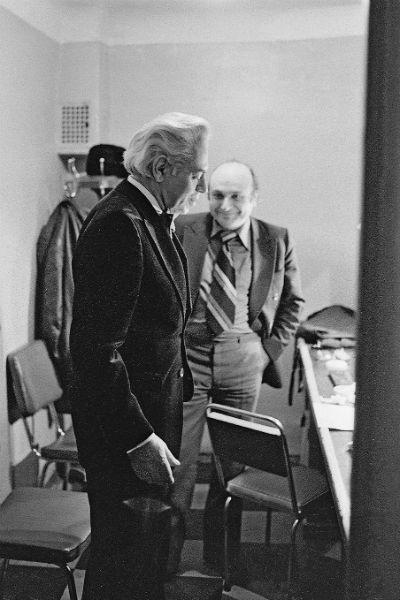 В 1964 году Аркадий Райкин пригласил писателя в свой театр на должность заведующего литературной частью