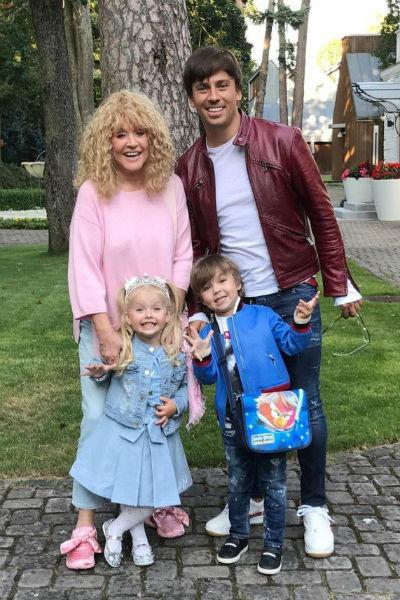 После рождения дочери и сына Алла Борисовна стала крайне редко выходить в свет