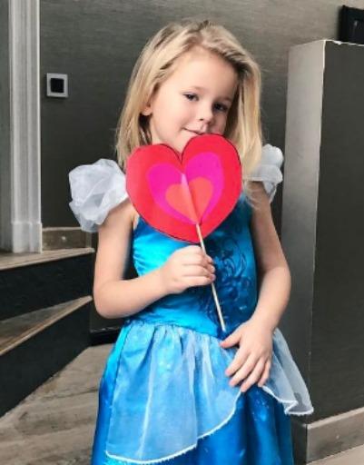 Тата Бондарчук похвасталась валентинкой дочери, которую она сделала своими руками