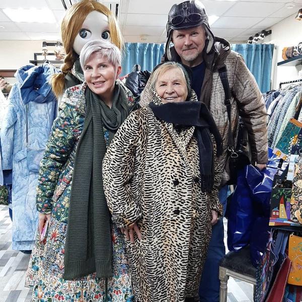 Сын Вячеслав с женой и мамой