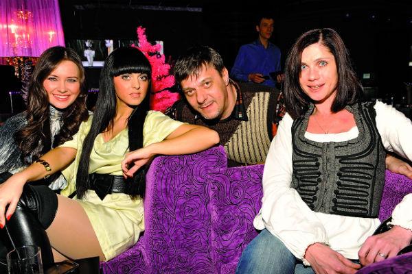 Девушка несколько лет пела в женской поп-группе «Диамант»
