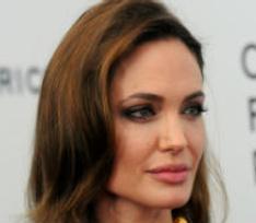 Анджелина Джоли ополчилась на журналистов британского таблоида
