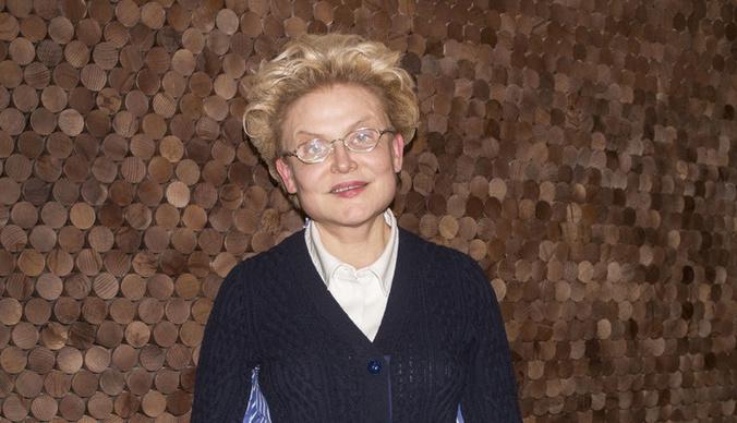 Массажное кресло, два кабинета платьев и копии брендов: как выглядит гримерная Елены Малышевой