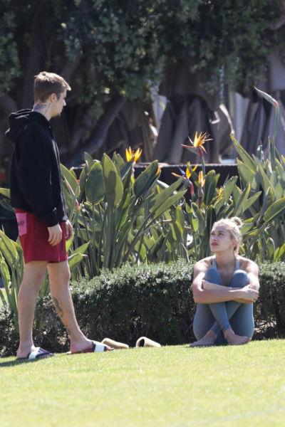 После мартовского конфликта в парке поклонники решили, что Хейли слишком давит на Джастина