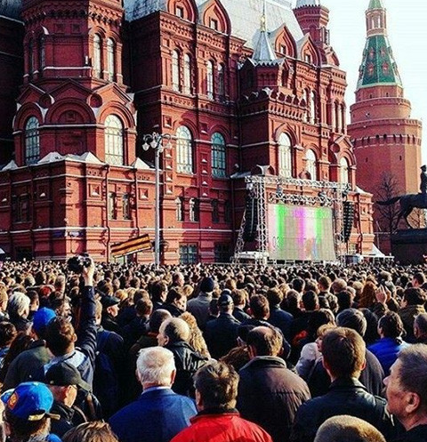 Москвичи и гости столицы собрались на Манежной площади