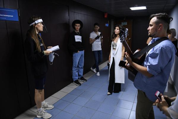 Защитные экраны, маски и песни Билли Айлиш: как проходил кастинг шоу «Голос»