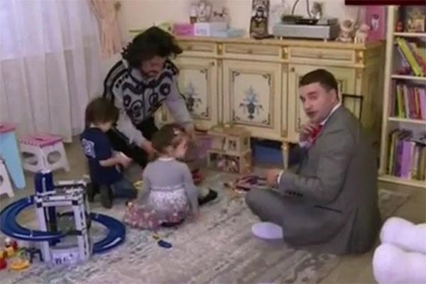 Филипп Киркоров обожает возиться со своими детьми