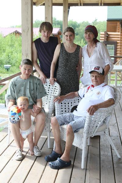 Вместе с семьей, дочкой  Катей и любимым  правнуком Тимошей