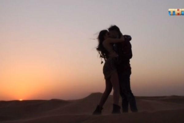 Пара провела романтическое свидание в пустыне