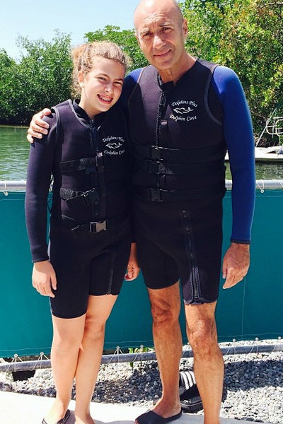 Игорь Крутой с дочкой Сашей обожают местный дельфинарий Dolphin Cove