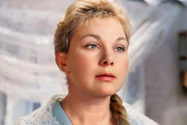 Первой женой Нилова стала актриса Светлана Жгун