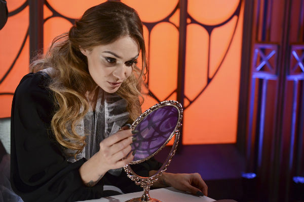 Алена Водонаева на съемках выпуска программы «Человек-невидимка»