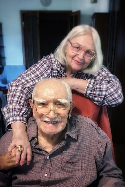 Жена Армена Джигарханяна: «Настроение у него меняется: то жалеет меня, то в любви признается»