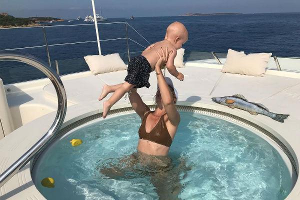 Ксения Собчак приучила сына к воде с самого рождения
