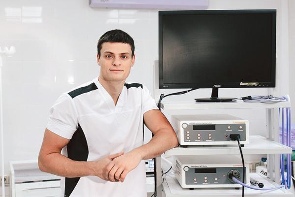 Катя попала к молодому хирургу Григорию Перекрестову
