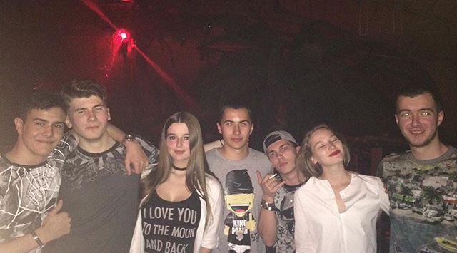 Саша Стриженова со своими друзьями