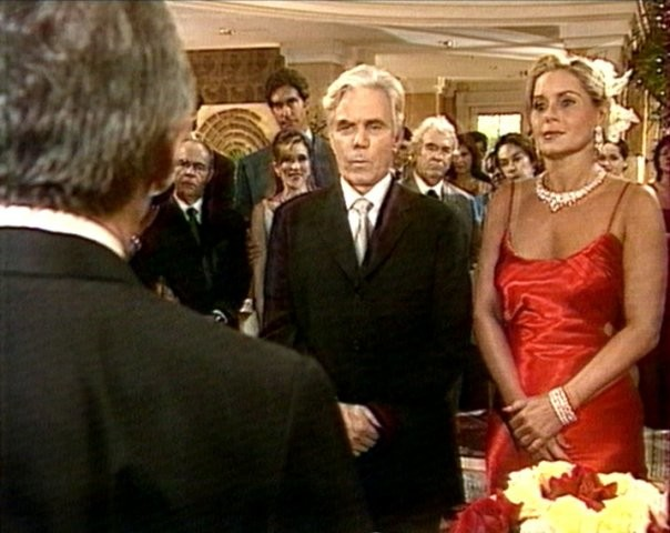 Вспоминаем свадебные наряды из сериала «Клон»: у Ивети – странный, а у Жади – шикарный
