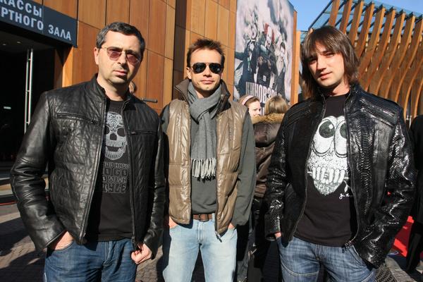Группа все чаще выходила в свет без Олега Жукова